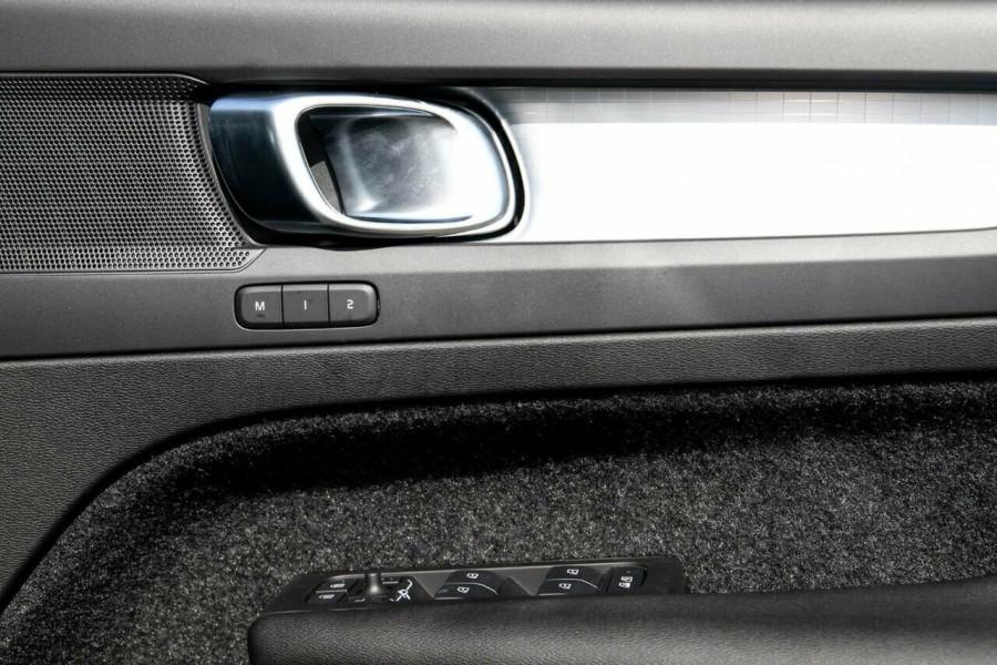 2020 MY21 Volvo XC40 XZ T4 Momentum Suv Image 14