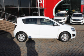 2016 Holden Barina TM MY16 CD Hatch Image 2