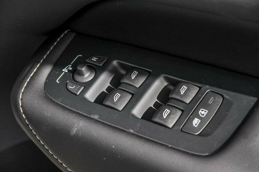 2018 MY19 Volvo XC60 UZ T5 Momentum Suv Mobile Image 17