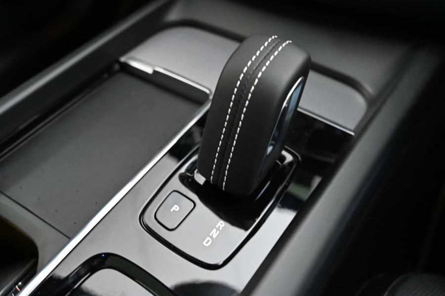 2021 Volvo XC60 UZ Recharge Suv Image 16