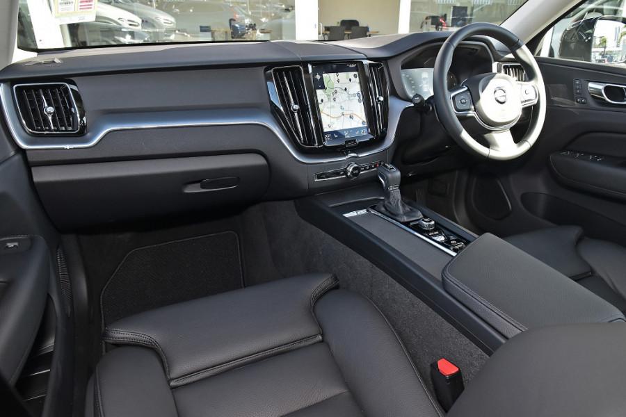 2019 Volvo XC60 UZ D4 Momentum Suv Mobile Image 9
