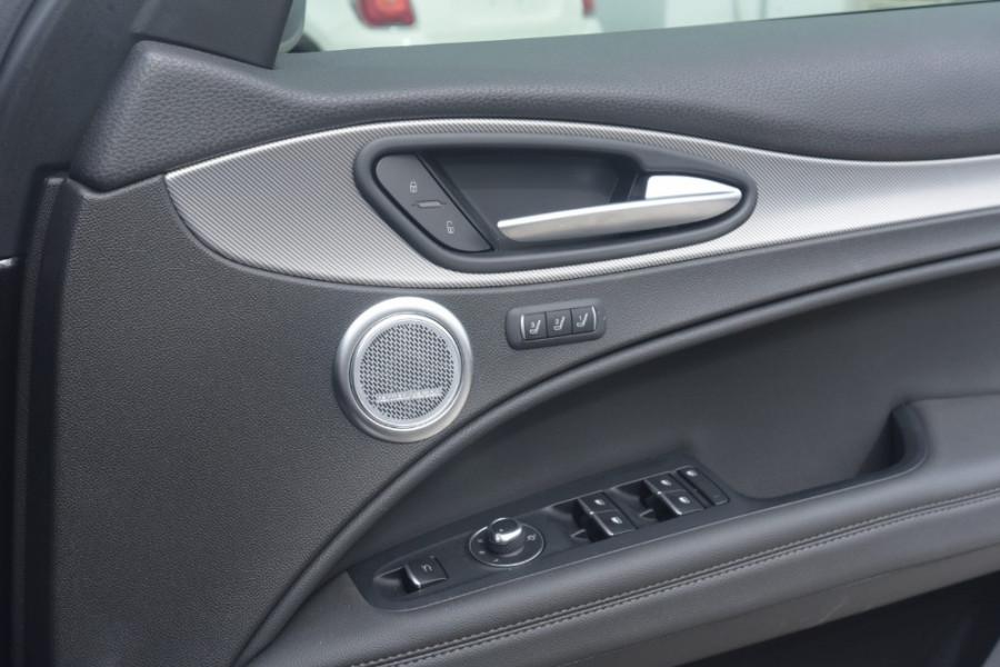 2018 Alfa Romeo Stelvio Ti Suv Image 22