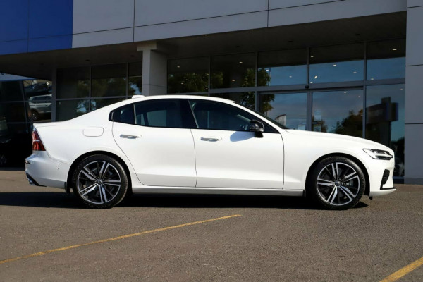 2020 Volvo S60 Z Series T5 R-Design Sedan Image 5