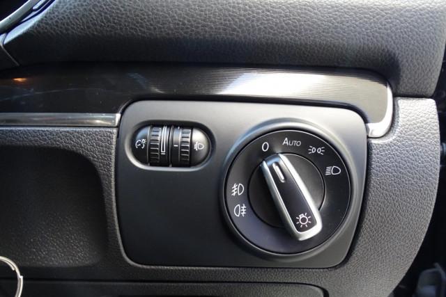2010 Volkswagen Golf GTI 11 of 24