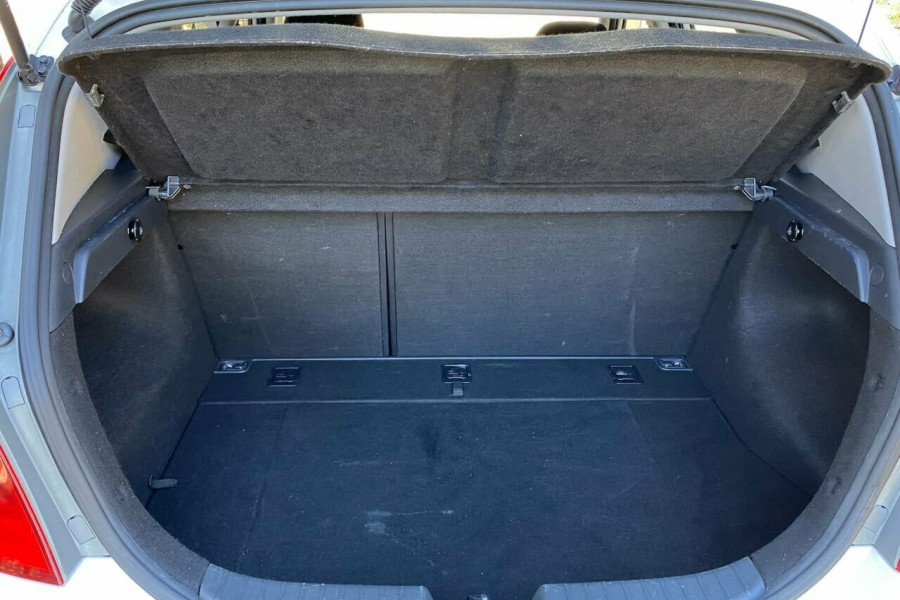 2012 MY11 Hyundai i30 FD MY11 Trophy Hatchback Image 18