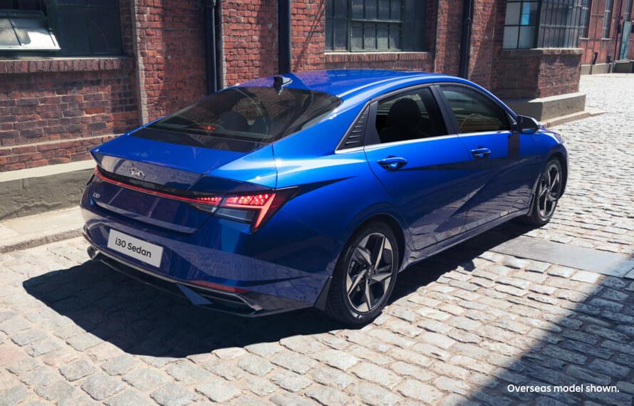 i30 Sedan  Hyundai SmartSense<sup>[H2]</sup>.