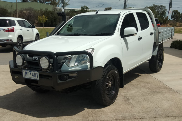 2018 MY17 Isuzu Ute D-MAX MY17 SX Cab chassis Mobile Image 5