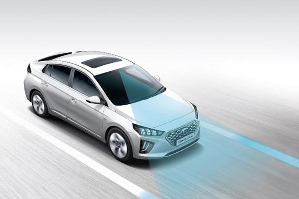 IONIQ Hybrid Hyundai SmartSense.