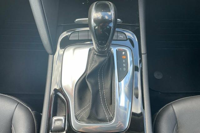 2018 Holden Calais Liftback 16 of 20