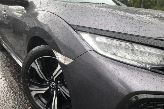 2017 Honda Civic Hatchback Image 2