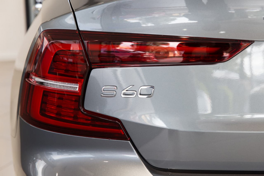 2020 Volvo S60 Z Series T5 R-Design Sedan Image 13