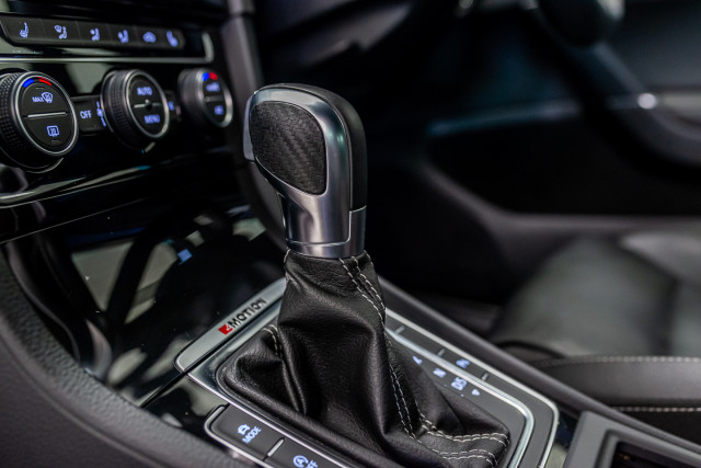 2016 Volkswagen Golf 7 R Hatchback Image 22