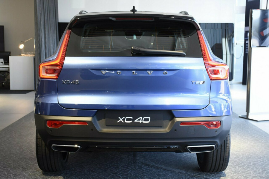 2019 Volvo XC40 T5 R-Design Suv Mobile Image 18