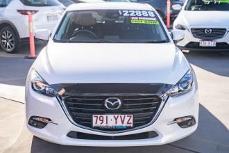 2018 Mazda 3 BN5476 Touring Hatchback Image 4