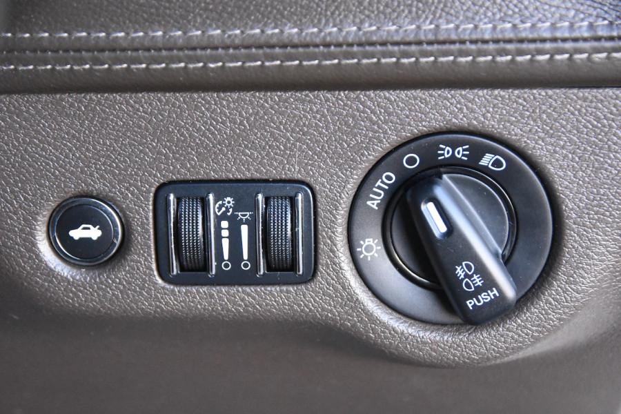 2014 Chrysler 300 LX C Sedan Image 20