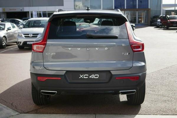 2019 Volvo XC40 T5 R-Design Suv Image 5