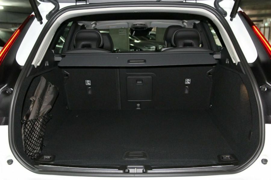 2019 MY20 Volvo XC60 UZ D4 Momentum Suv Mobile Image 19