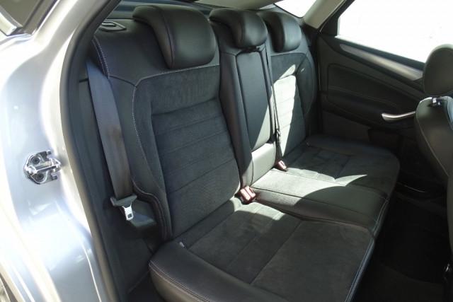 2014 Ford Mondeo Titanium Hatch 19 of 21
