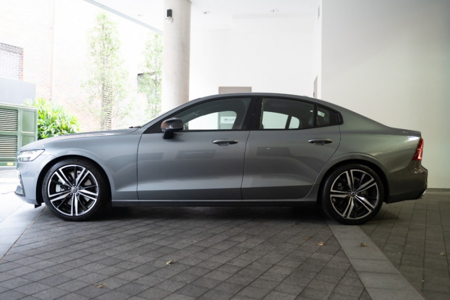 2020 Volvo S60 Z Series T5 R-Design Sedan Image 6