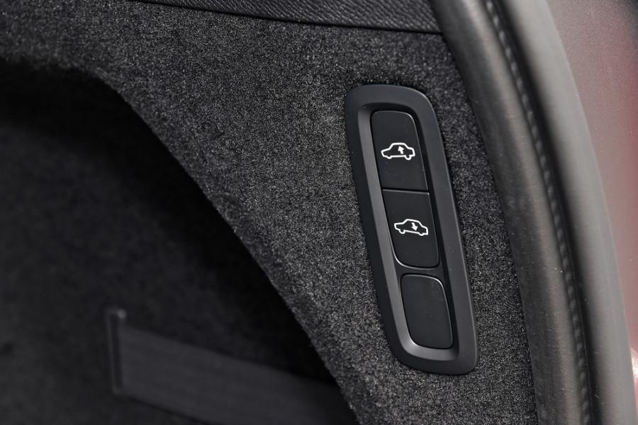 2019 MY20 Volvo XC90 L Series T6 R-Design Suv Mobile Image 27