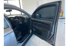 2019 Mitsubishi Outlander ZL MY19 ES Suv Image 5