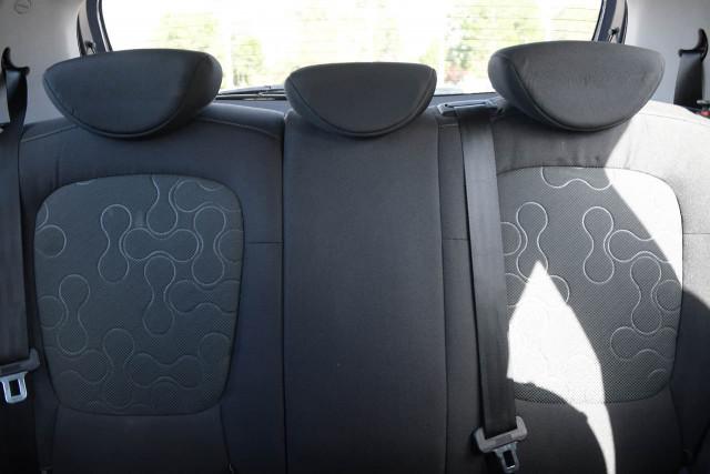 2012 Hyundai I20 PB MY12 Active Hatchback Image 13