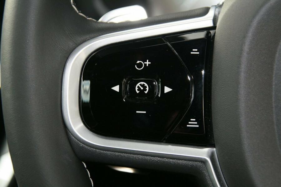 2019 Volvo S60 T8 R-DESIGN Wagon Image 14
