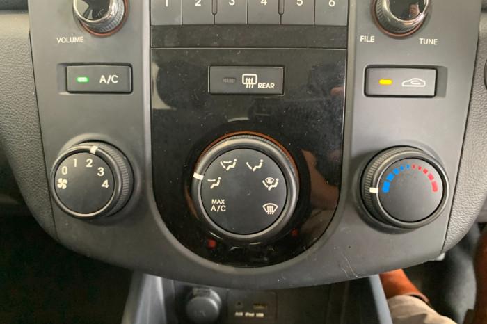 2011 Kia Cerato TD MY11 S Hatchback Image 15