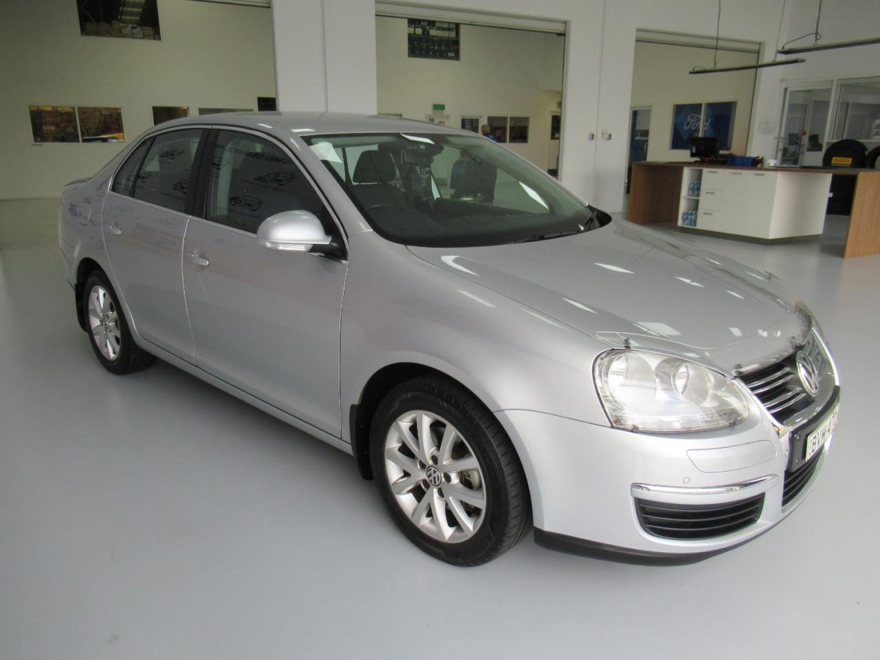 2010 Volkswagen Jetta 1KM MY10 103TDI Sedan Image 4