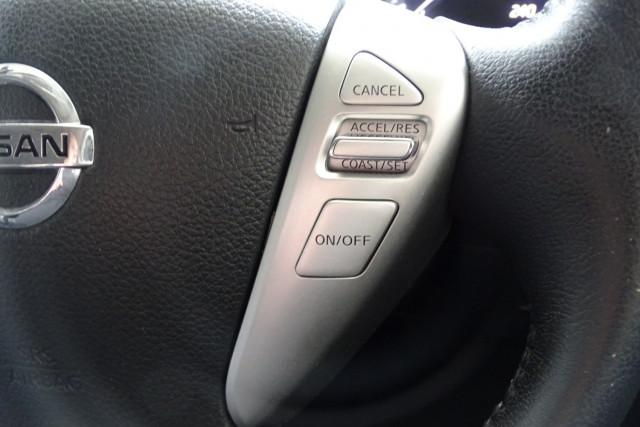 2013 Nissan Pulsar Ti 20 of 26