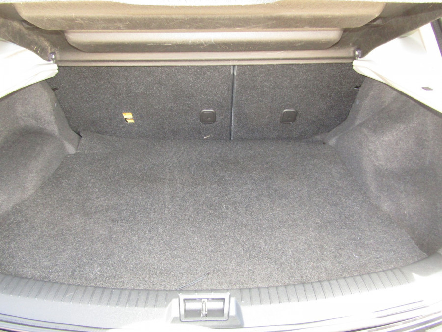 2011 MY10 Nissan DUALIS Hatchback Image 13
