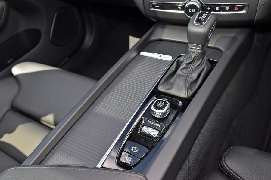 2019 MY20 Volvo XC60 UZ T5 Momentum Suv Mobile Image 18