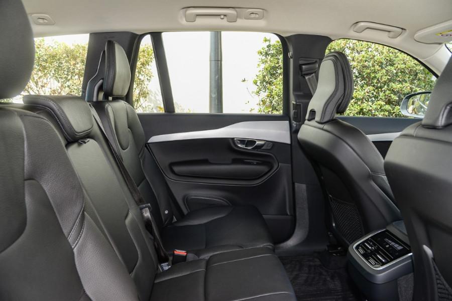 2018 MY19 Volvo XC90 L Series T6 Momentum Suv Mobile Image 9