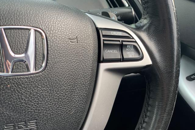 2011 Honda Odyssey Luxury 28 of 34