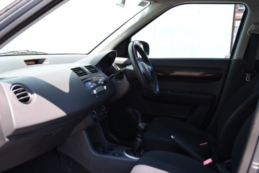 2009 Suzuki Swift RS415 GLX Hatchback Image 6