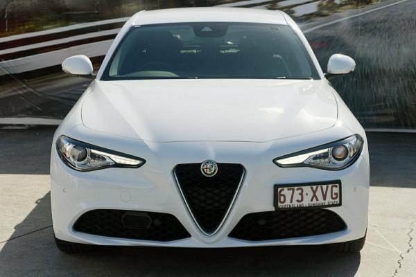 2017 Alfa Romeo Giulia Sedan Image 3