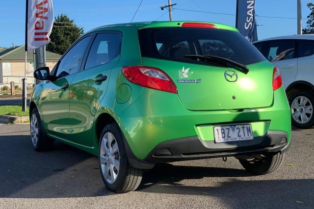 2010 Mazda 2 Neo 13 of 22