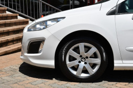 2011 MY12 Peugeot 308 T7 MY12 Active Hatchback Image 5