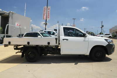 2016 Toyota Hilux GUN122R Workmate 4x2 Cab chassis Image 4