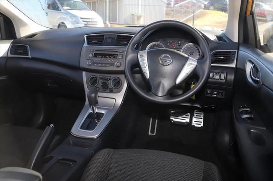 2014 Nissan Pulsar C12 ST Hatchback Image 12