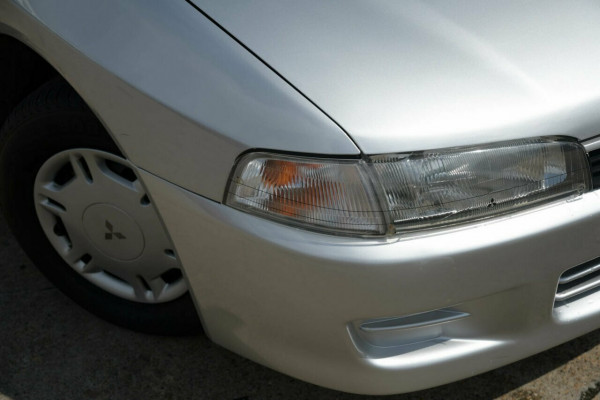1998 Mitsubishi Lancer CE GLi Sedan Image 5