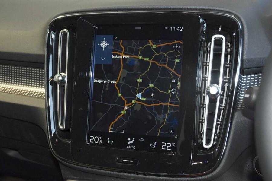 2019 Volvo XC40 T5 R-Design Suv Mobile Image 12