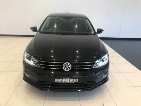 2015 Volkswagen Jetta 1B Turbo 155TSI Highline Spor Sedan Image 3