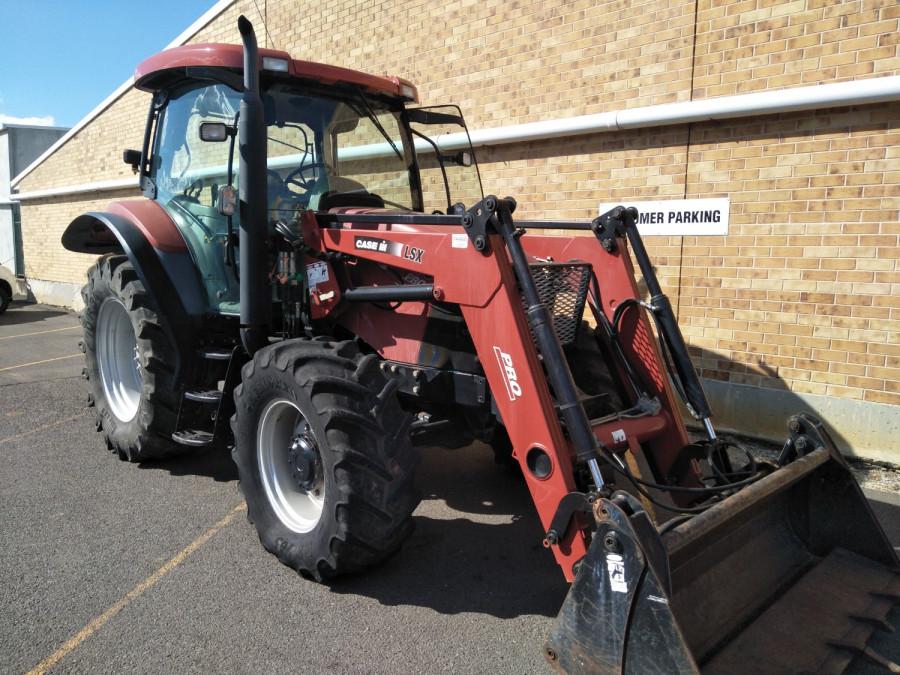 Case IH MXU 100 PRO Tractor crawler Image 4