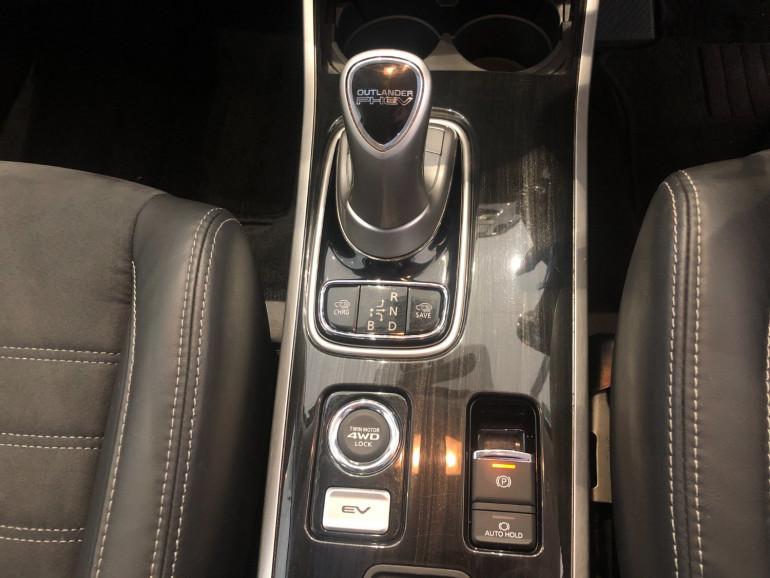 2017 Mitsubishi Outlander ZK PHEV LS Awd wagon Image 10