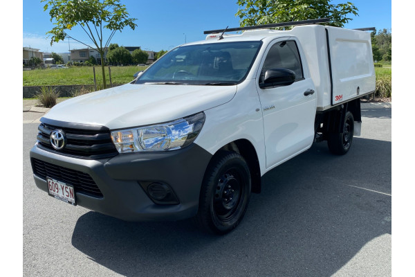 2018 Toyota HiLux Cab chassis Image 3