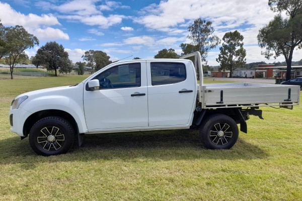 2017 Isuzu UTE D-MAX 4x2 SX Crew Cab Chassis High-Ride Cab chassis