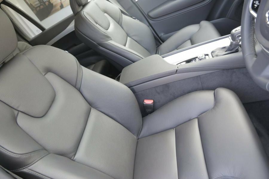 2018 MY19 Volvo XC90 L Series D5 Momentum (AWD) Suv Image 9