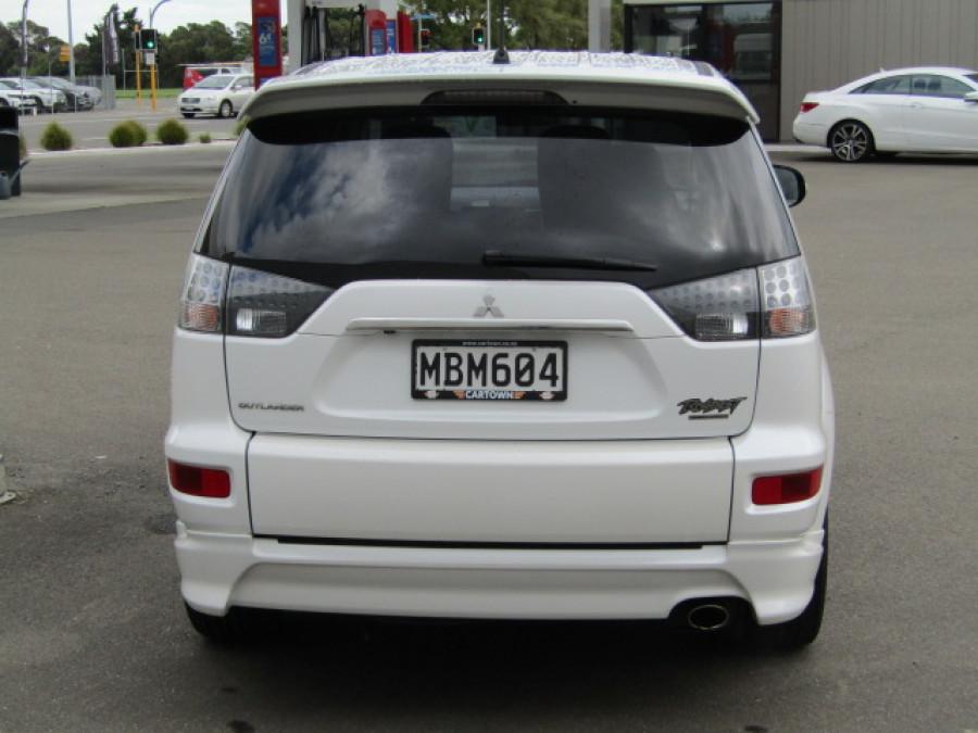 2010 Mitsubishi Outlander 7 Seats Sports utility vehicle