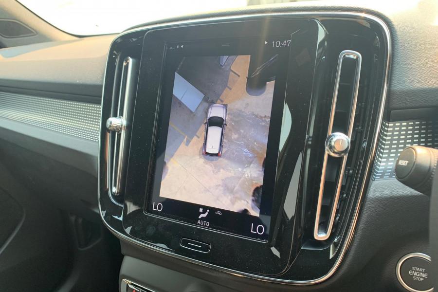 2020 Volvo XC40 XZ T5 R-Design Suv Mobile Image 8